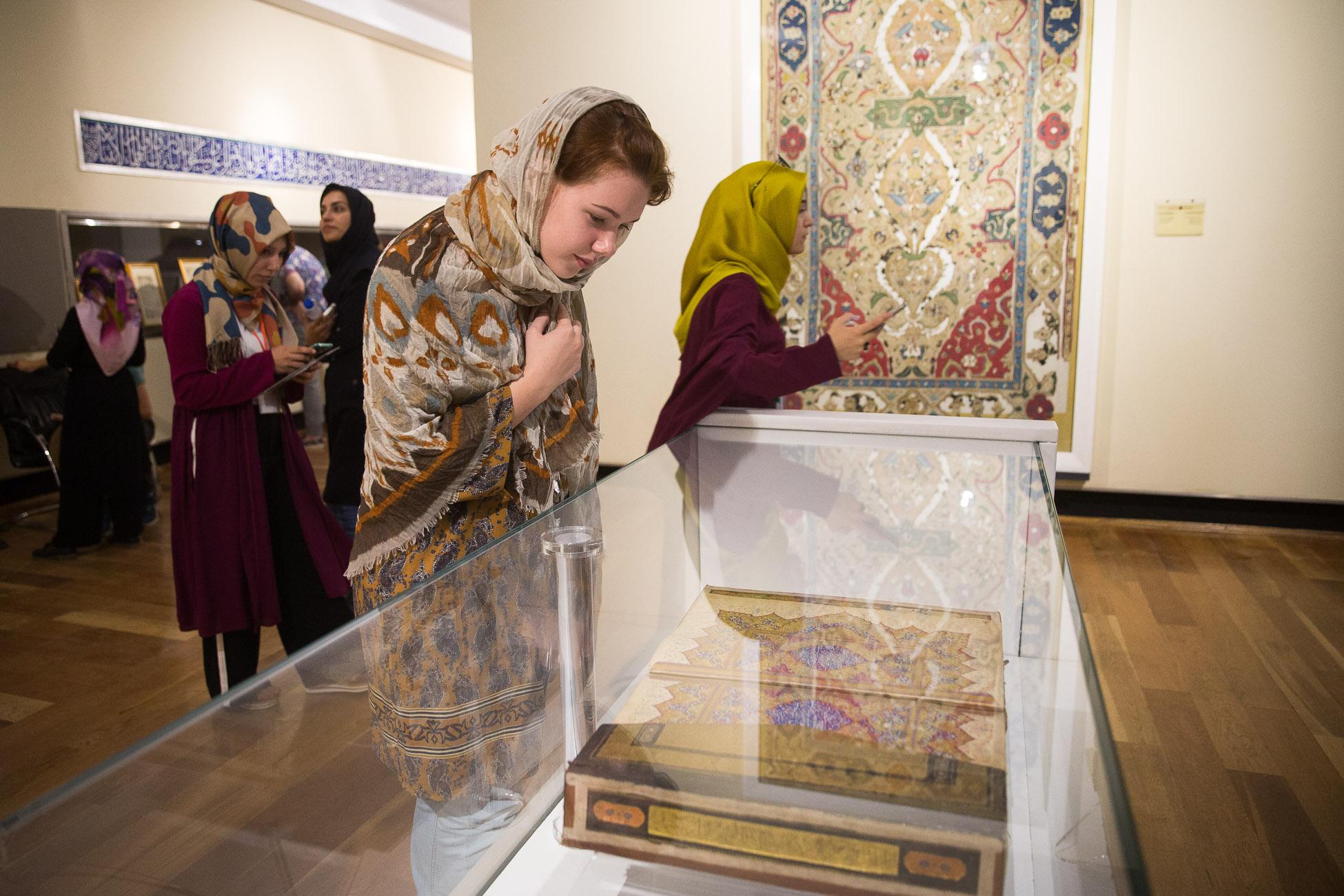 دیدار فارسی آموزان هشتاد و چهارمین دوره دانش افزایی از موزه ایران باستان